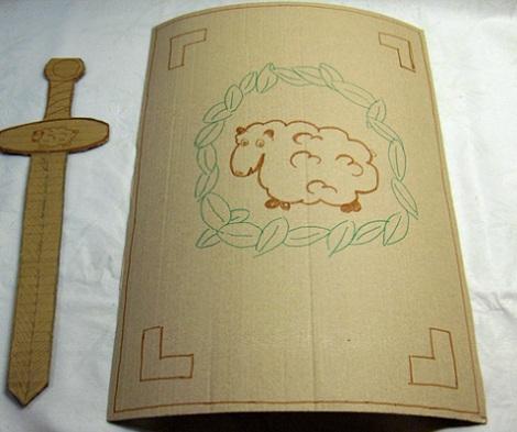disfraz romano casero nino escudo espada
