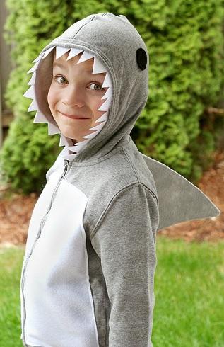 los mejores disfraces caseros niño tiburón