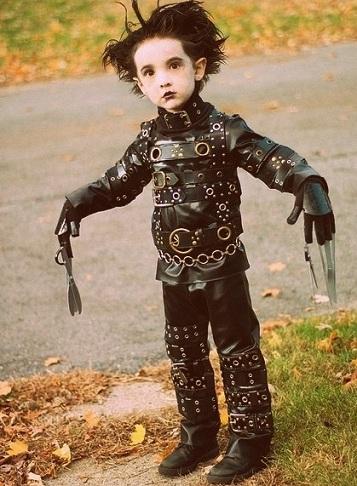 disfraces de Halloween caseros de niño eduardo manostijeras