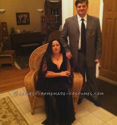 Disfraces de Halloween caseros para parejas; addams