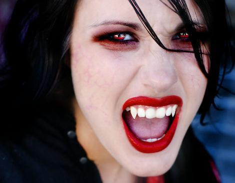 mujer dracula maquillaje