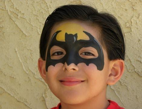 Paso a paso c mo hacer un maquillaje de batman para ni os - Pinturas de cara para ninos ...