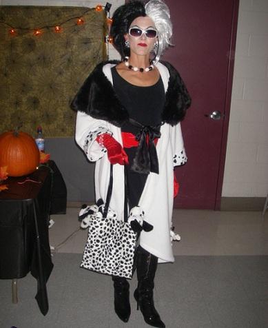 disfraces caseros halloween mujer cruella