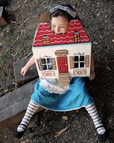 Disfraces caseros originales hechos con cajas de cartón recicladas