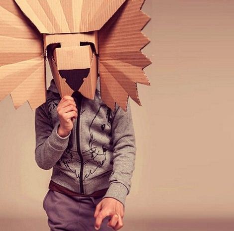 Disfraces caseros originales hechos con cajas de cartón leon