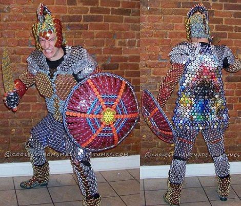 Cómo hacer una armadura de caballero reciclada con chapas