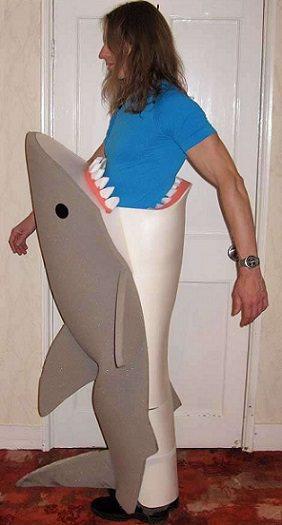 disfraz hecho a mano de tiburón para halloween