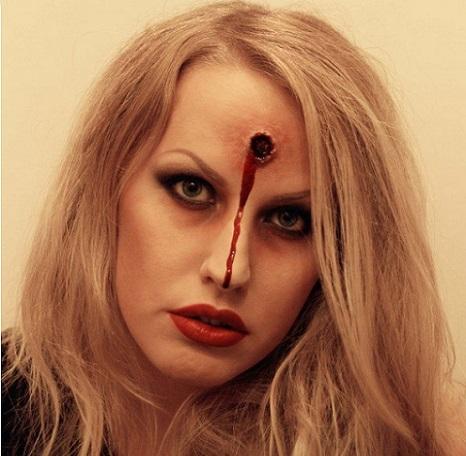 maquillaje de zombie con disparo para halloween